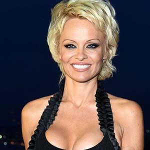 Pamela Anderson - Vegetariani e vegani famosi